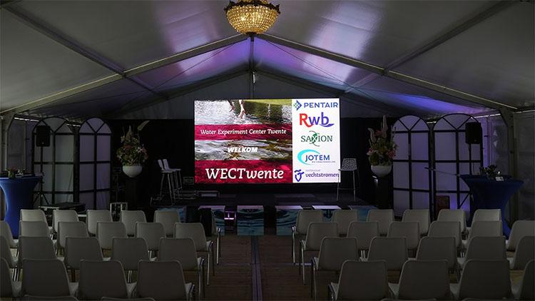 groot scherm, licht en geluid verhuur - presentatie wec twente