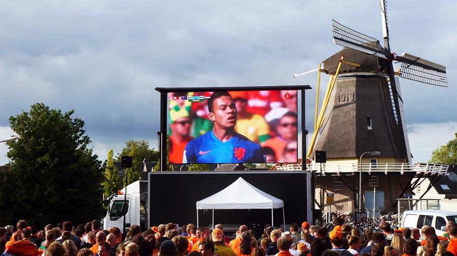 led scherm huren ek voetbal overijssel. bedrijfsfeest, buurtfeest of op een plein