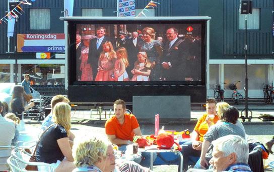 openlucht bioscoop. vaak ingezet tijdens bv. koninsdag in gelderland en overijssel